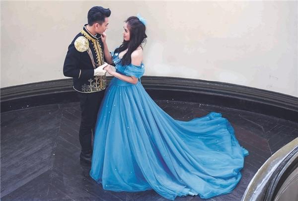 """Salim hóa thân thành nàng công chúa Lọ Lem xinh đẹp trong cổ tích, sánh vai bên hoàng tử """"vạn người mê"""" là Xái ca Isaac. - Tin sao Viet - Tin tuc sao Viet - Scandal sao Viet - Tin tuc cua Sao - Tin cua Sao"""