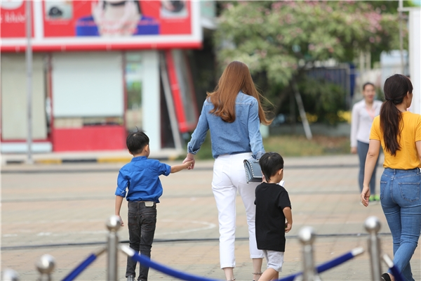 Hà Hồ hạnh phúc cùng Cường Đô-La dắt Subeo đi coi kịch - Tin sao Viet - Tin tuc sao Viet - Scandal sao Viet - Tin tuc cua Sao - Tin cua Sao