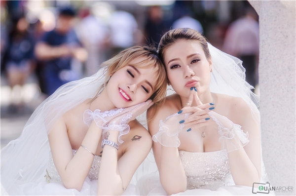 Từng bị bạn trai phản bội, hai cô gái này đã đến với nhau