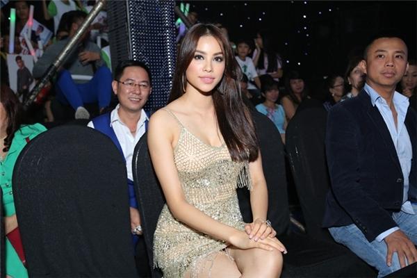 Khán giả bấn loạn trước sự xuất hiện bất ngờ của Phạm Hương - Tin sao Viet - Tin tuc sao Viet - Scandal sao Viet - Tin tuc cua Sao - Tin cua Sao