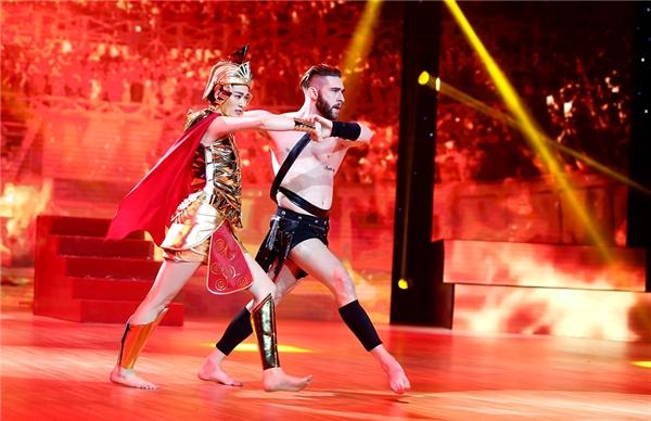 Khánh My thể hiện nhữngbước nhảy mạnh mẽ của một vũ công nam. - Tin sao Viet - Tin tuc sao Viet - Scandal sao Viet - Tin tuc cua Sao - Tin cua Sao