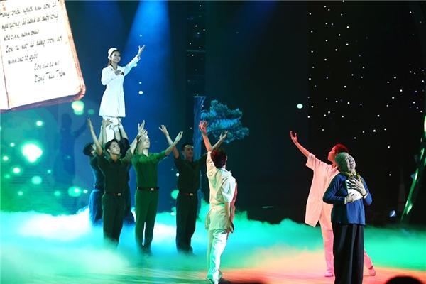 Nghệ sĩ Thiên Kim vào vai người mẹ Việt Nam anh hùng khiến khán giả không kiềm được xúc động. - Tin sao Viet - Tin tuc sao Viet - Scandal sao Viet - Tin tuc cua Sao - Tin cua Sao
