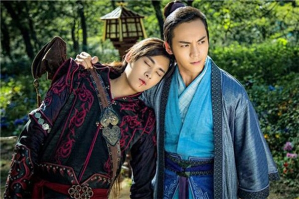 Lý Dịch Phong và Trần Vỹ Đình được fan ghép cặp khi đóng chung trong Cổ Kiếm Kỳ Đàm.