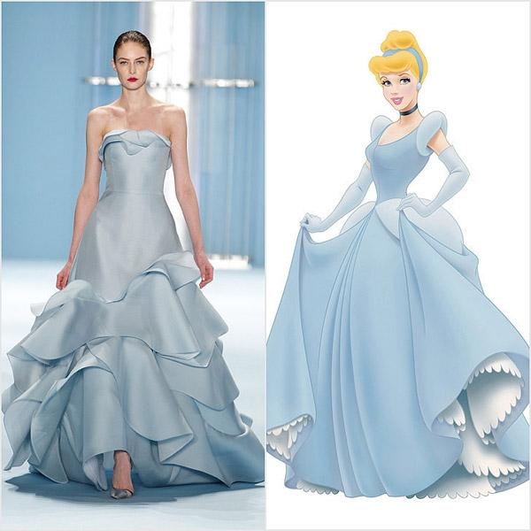 Mẫu váy cưới cầu kì màu xanh xám của Carolina Herrera làm gợi nhớ đến Cinderella. Trong dòng chảy của thời trang hiện tại, tất cả đều được biến tấu để trở nên mới mẻ, hấp dẫn hơn.