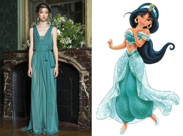 Công chúa Jasmine được tái hiện với bộ váy có màu xanh cổ vịt sang trọng. Đây cũng chính là tông màu hứa hẹn sẽ tạo nên cơn sốt trong mùa Xuân - Hè 2016 này.