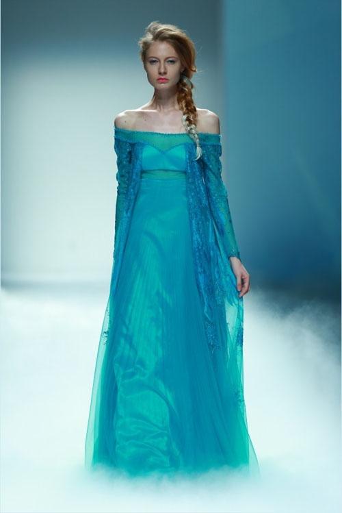 Mẫu thiết kế gần giống với trang phục nguyên bản của Elsa.