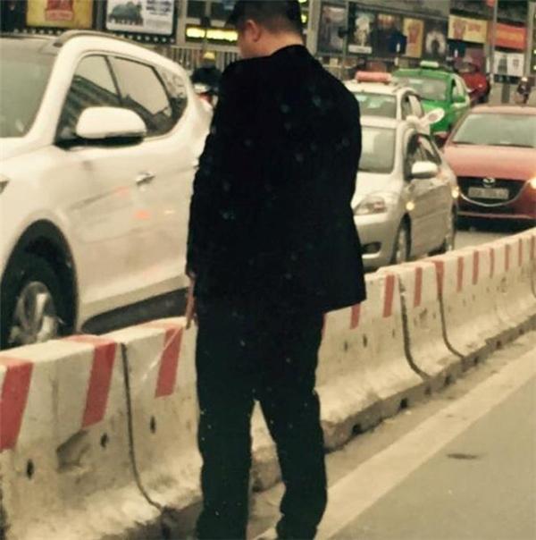 Người đàn ông trút bầu tâm sự giữa phố phải chịu xử phạt hành chính