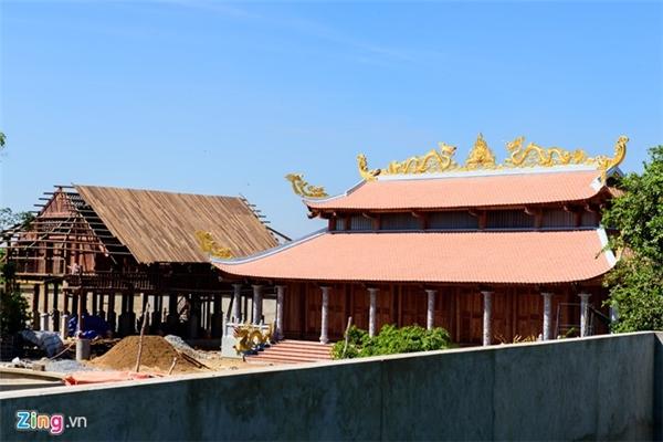 Tuy nhiên, theo ghi nhận của phóng viên Zing.vn, vẫn còn nhiều hạng mục bị bỏ dở. Trước đó, báo Pháp luật TP HCM đã đưa tin 3 hạng mục được xây trên đất nông nghiệp đã bị phạt hành chính. - Tin sao Viet - Tin tuc sao Viet - Scandal sao Viet - Tin tuc cua Sao - Tin cua Sao