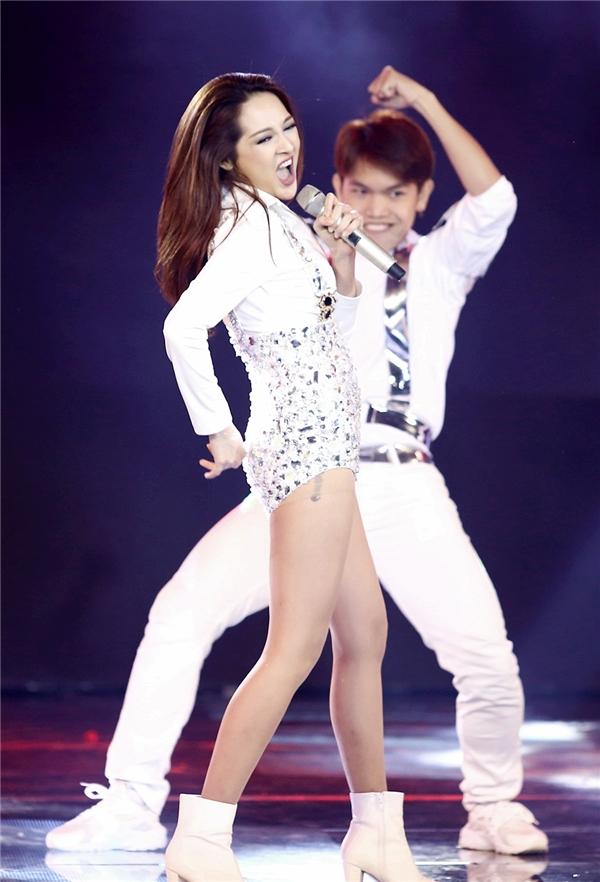 Là một trong những thí sinh tham dự The Remix mùa đầu tiên, sự xuất hiện của cô nàng tại mùa thứ hai khiến khán giả vô cùng thích thú. - Tin sao Viet - Tin tuc sao Viet - Scandal sao Viet - Tin tuc cua Sao - Tin cua Sao