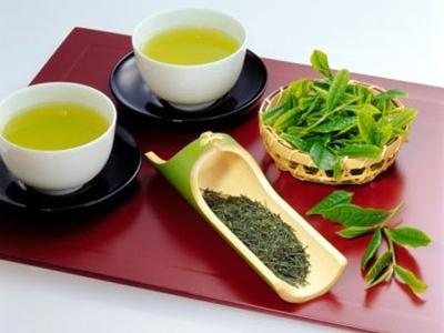 Những lá trà xanh nguyên chất và rẻ tiền hơnđược chứng minh có thể thúc đẩy sự trao đổi chất trong cơ thể và trợ giúp giảm cân