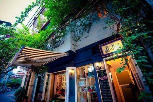 Đắm chìm vào không gian nên thơ những quán cà phê sách Hà Nội