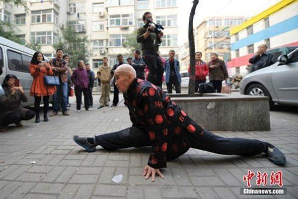 Bộ môn Thái cực quyền đã mang lại sự dẻo dai hiếm có ở độ tuổi 90 cho cụ Lâm.(Ảnh: Internet)