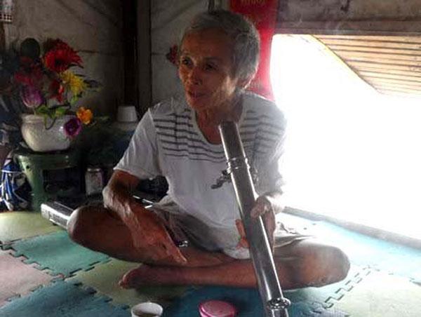 """Cụ ôngNguyễn Văn Thànhvô tình """"nhặt"""" được vợ trẻ trong một lần đi đánh cá.(Ảnh: Internet)"""