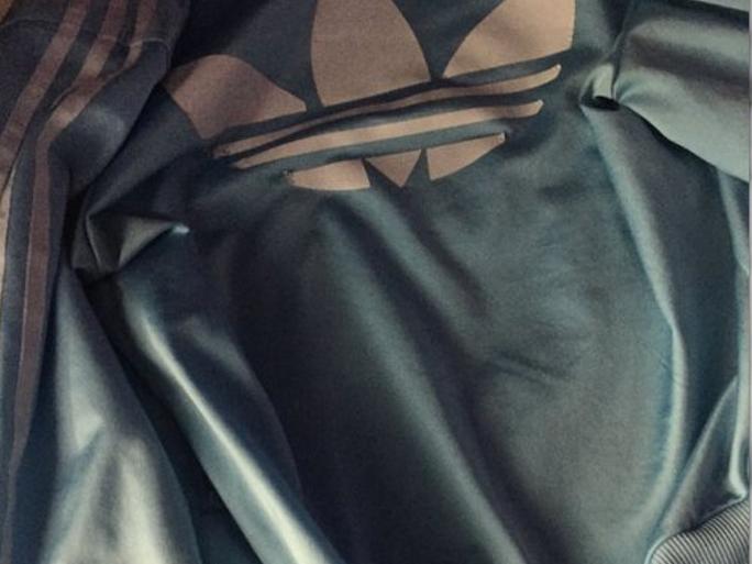 """Chiếc áo khiến cho cư dân mạng """"đấu đá"""" lẫn nhau.(Ảnh: Internet)"""