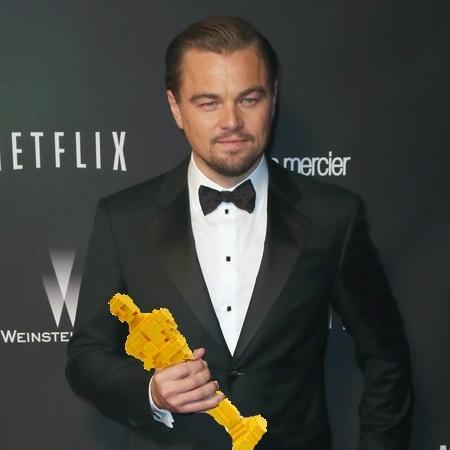 """Đến nỗi phải về nhà... """"tự kỷ"""" tự lắp Oscar cầm theo cho đỡ tủi thân. (Ảnh: Internet)"""