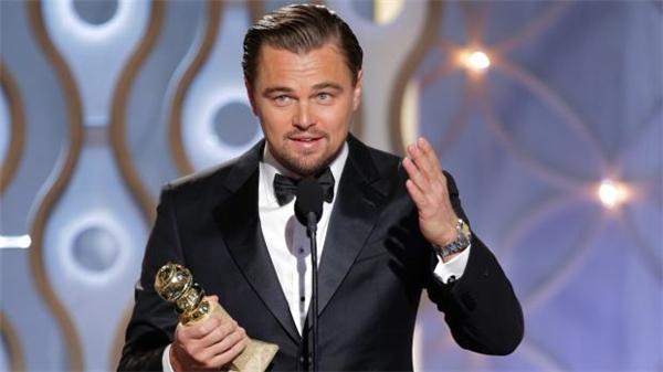 Vào sáng 29/2, lễ trao giải Oscar lần thứ 88 năm 2016 đã diễn ra tại nhà hát Dolby ở Los Angeles. Ngay sau khoảnh khắc Leonardo DiCaprio được xướng tên giành giải Nam chính xuất sắc nhất, những quan khách có mặt trong buổi lễ đã đồng loạt đứng dậy vỗ tay ủng hộ. - Tin sao Viet - Tin tuc sao Viet - Scandal sao Viet - Tin tuc cua Sao - Tin cua Sao