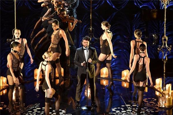 """Bài hát """"Earned it"""" được trình diễn trên sân khấu lễ trao giải Oscar. (Ảnh: Internet)"""
