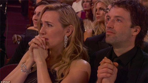 Nữ diễn viênKate Winslet đãkhóc òa khi Leonardo DiCaprio được vinh danh tại giải Oscar danh giá. - Tin sao Viet - Tin tuc sao Viet - Scandal sao Viet - Tin tuc cua Sao - Tin cua Sao