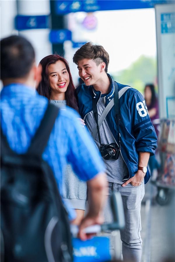 Hoàng Oanh – Huỳnh Anh tình tứ chạm môi giữa sân bay - Tin sao Viet - Tin tuc sao Viet - Scandal sao Viet - Tin tuc cua Sao - Tin cua Sao