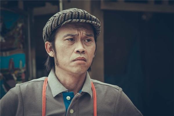 NSUT Hoài Linh trong vai ông Ba – chủ tiệm hủ tíu tốt bụng, người luôn cưu mang hai mẹ con Nắng và Mưa trong những lúc gặp khó khăn.