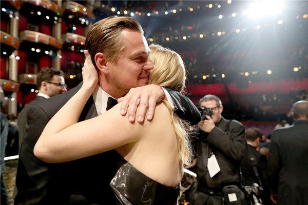 Sau bao nhiêu năm, cặp đôi màn bạc này cũng cùng nhau chia sẻ những niềm vui trong nghiệp diễn. (Ảnh:Internet)