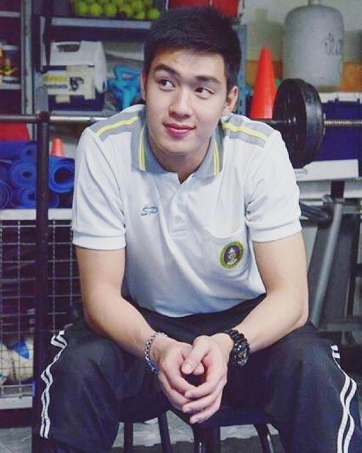 Hot boy thủ môn Thái Lan 1m82 làm cư dân mạng điêu đứng