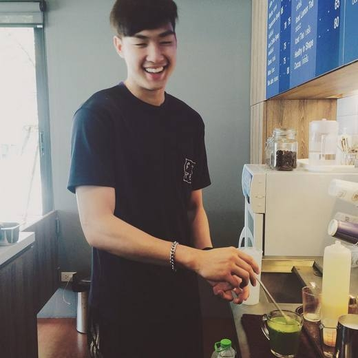Sở thích ăn uống của chàng trai này khá đơn giản và hơi lạ, anh thích tất cả những món ănnhà nấu và đặc biệt là không quá cay, dù anh là người Thái Lan. (Ảnh: Internet)