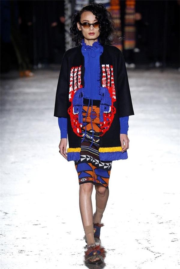 Mới đây, Lê Thúy tiếp tục trúng show của nhà mốt Stella Jeans. Nữ người mẫu diện trang phục trẻ trung, nhiều màu sắc sải những bước đi đầy năng lượng.