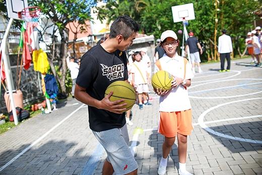 """""""Bóng rổ học đường"""" đưa Saigon Heat tới gần hơn với thế hệ trẻ, xây dựng niềm đam mê rèn luyện thể chất thông qua bóng rổ."""