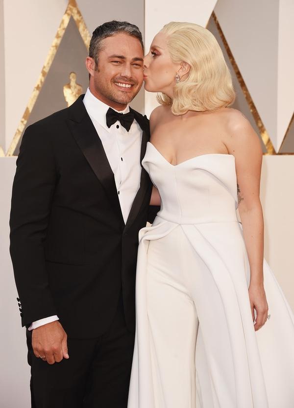 Lady Gaga và vị hôn phu Taylor Kinney