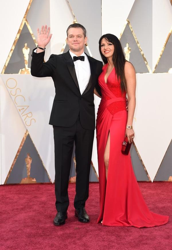 Matt Damon - được đề cử giải nam chính - sánh đôi bên bà xã Luciana Barroso