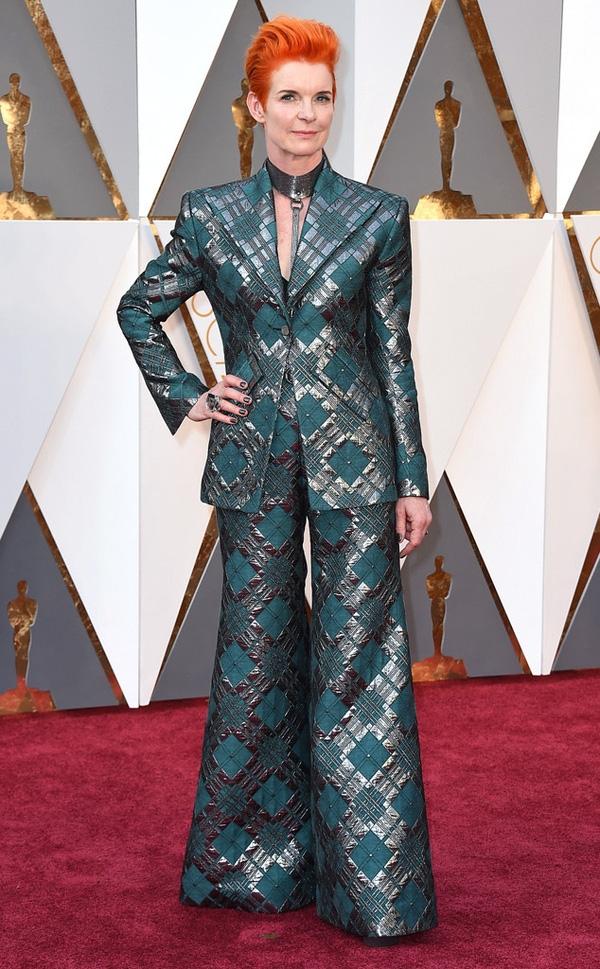 Sandy Powell - nhà thiết kế nhận hai đề cử Oscar 2016