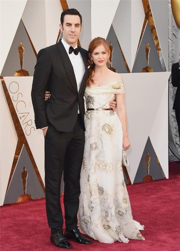Vợ chồng diễn viên Isla Fisher và Sacha Baron Cohen. Nam diễn viên 44 tuổi là một trong những người trao giải trên sân khấu Oscar năm nay.