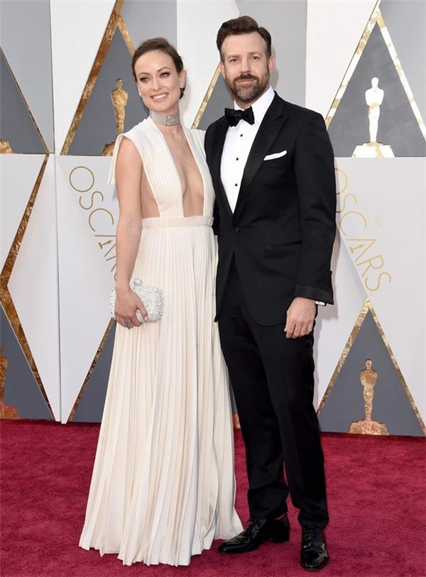 Olivia Wilde và Jason Sudeikis là một trong những cặp đôi nóng bỏng nhất trên thảm đỏ Oscar 88. Năm nay, bộ phim do nữ diễn viên 31 tuổi sản xuất là Body team 12 được đề cử Phim tài liệu ngắn xuất sắc.