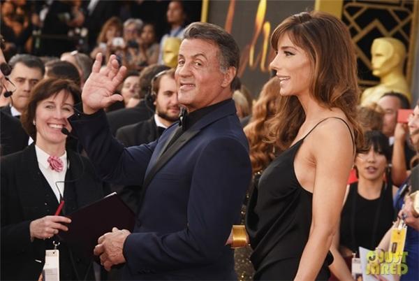 Sylvester Stallone bên cô vợ xinh đẹp Jennifer Flavin. Tài tử 69 tuổi được đề cử Nam diễn viên phụ xuất sắc cho vai diễn trong Creed.