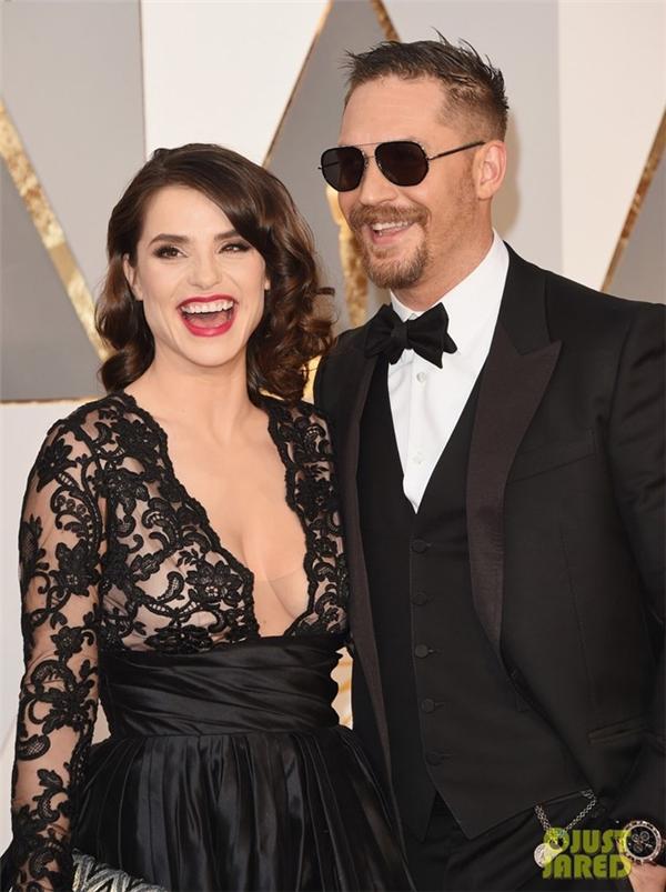 Tom Hardy được vợ là Charlotte Riley cổ vũ tại Oscar 88. Bộ phim Mad Max: Fury Road mà anh tham gia được đề cử tới 10 giải. Trong khi đó, cá nhân anh cũng được đề cử ở hạng mục Nam diễn viên phụ xuất sắc cho vai diễn trong The Revenant.