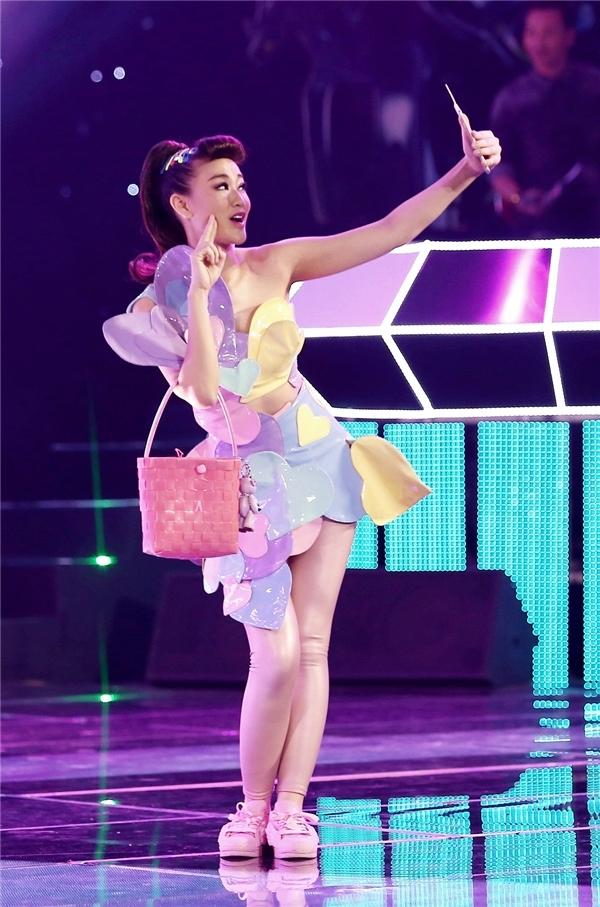 Vừa kết thúc đêm diễn The Remix, Maya nhận tin buồn - Tin sao Viet - Tin tuc sao Viet - Scandal sao Viet - Tin tuc cua Sao - Tin cua Sao