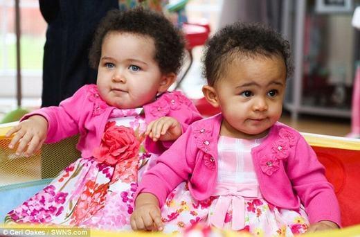 Hai bé vừa tổ chức sinh nhật tròn 1 tuổi cách đây ít ngày. (Ảnh: Cerl Oakes)