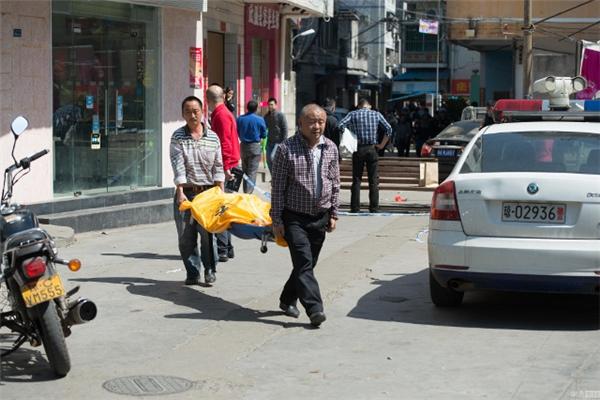 Cảnh sát xác định nghi phạm là một người đàn ông 45 tuổi, có vấn đề về thần kinh và đã tự sát ngay sau đó. Ảnh: NetEase