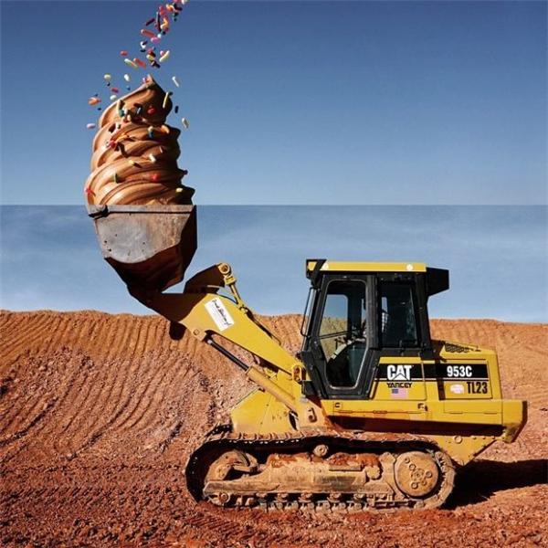 Kem và xe xúc đất được kết hợp tài tình. (Ảnh: Internet)
