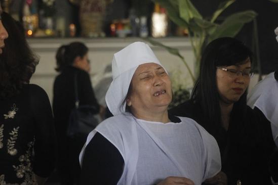 Mẹ chồng chị Thi quá đỗiđau đớn trước sự ra đi đột ngột của chồng và cháu nội. (Ảnh: Vietnamnet.vn)