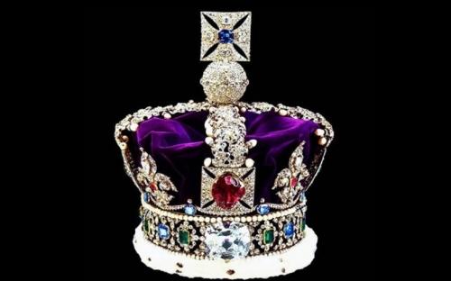 Để tỏ lòng tôn kính, tỷ phú Raja Duleep Singh đã tặng Nữ hoàng Elizabeth chiếc vương miện đính kim cương Kohinoor trị giá trên 10 tỷ bảng Anh. Trong gần một ngàn năm, viên kim cương này chưa một lần bị bán mà chỉ sang tay như một chiến lợi phẩm hoặc trao đổi do sở thích nên giá trị thực sự của Kohinoor thực sự rất khó xác định.