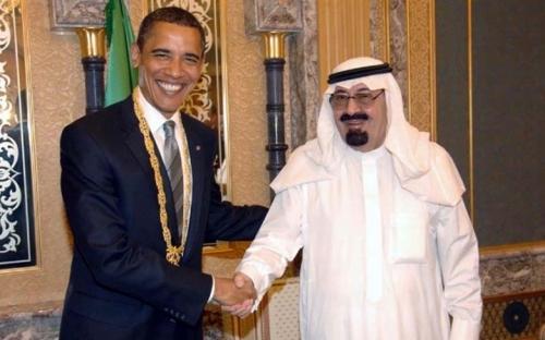 Đức vua King Abdullah gửi tặng bộ trang sức quý giá tới bà Hillary Clinton và Tổng thống Obama. Trong số những món quà dành cho ông Obama có cả chiếc ví da trị giá 1.473 USD.
