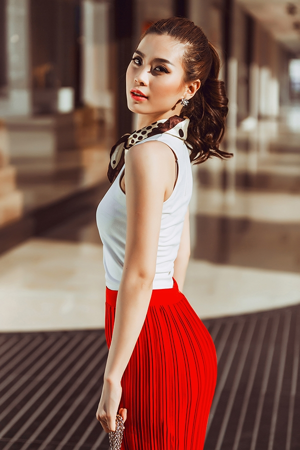 Dù không phô trương nhưng Diễm Trang cũng là một trong những mĩ nhân rất thích hàng hiệu. Cô dành nhiều tình cảm cho các thương hiệu như LV, Dior và gần đây nhất là Louboutin.