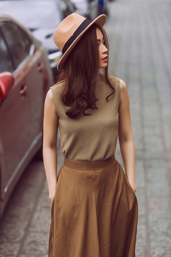 Phong cách thời trang cổ điển tiếp tục hớp hồn Diễm Trang. Từng có thời gian ngắn sống ở châu Âu nên Diễm Trang chịu ảnh hưởng phong cách của những nàng tiểu thư nơi đây.