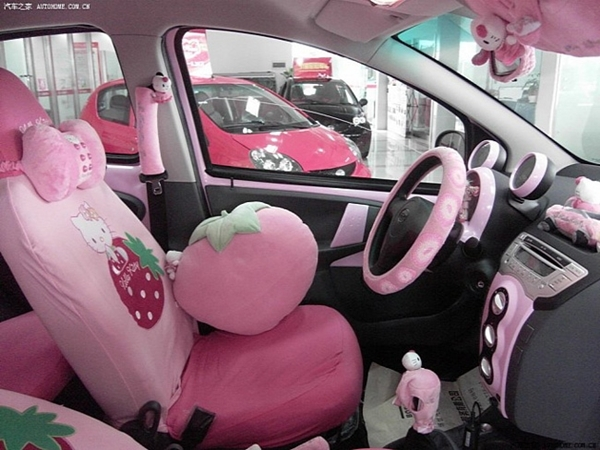 Chiếc BYD FO trang trí bằng hình ảnh Hello Kitty. (Ảnh: Internet)