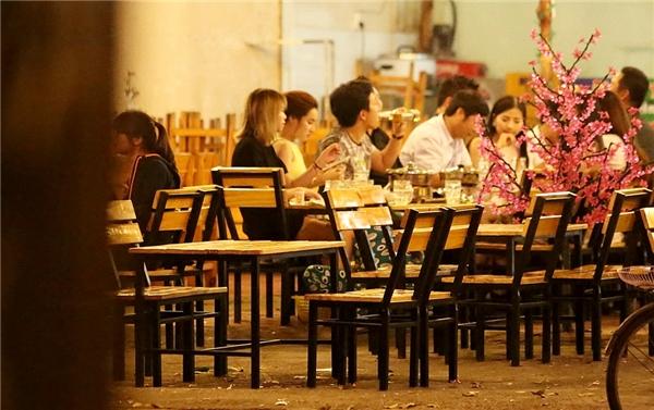 """Bắt gặp Trường Giang """"tay trong tay"""" cùng Nhã Phương đi ăn khuya - Tin sao Viet - Tin tuc sao Viet - Scandal sao Viet - Tin tuc cua Sao - Tin cua Sao"""