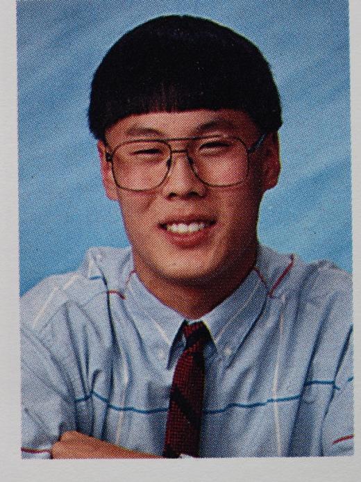 Kiểu tóc này có vẻ khá hợp với khuôn mặt chàng trai này, và trông anh cũng có vẻ rất vui. (Ảnh: Internet)