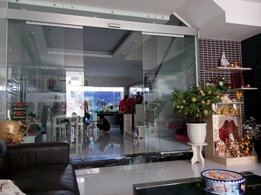 Còn đây là không gian phòng bếp khi nhìn từ phòng khách. (Ảnh: Internet) - Tin sao Viet - Tin tuc sao Viet - Scandal sao Viet - Tin tuc cua Sao - Tin cua Sao