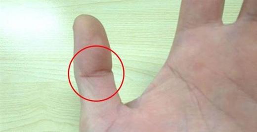 Vì bàn tay trái luôn được xem là bàn tay cảm xúc nên nếu có lằn mắt Phật ở đây, bạn là người có tri giác cực kỳìnhạy bén, người ta thường gọi là giác quan thứ sáu.